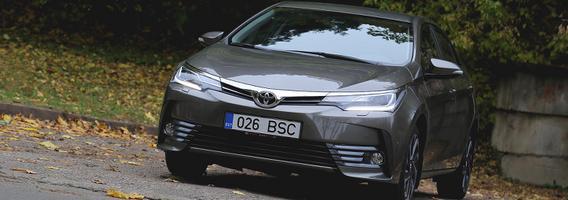 """Pusę amžiaus besitęsianti populiarumo istorija su """"Toyota Corolla"""""""